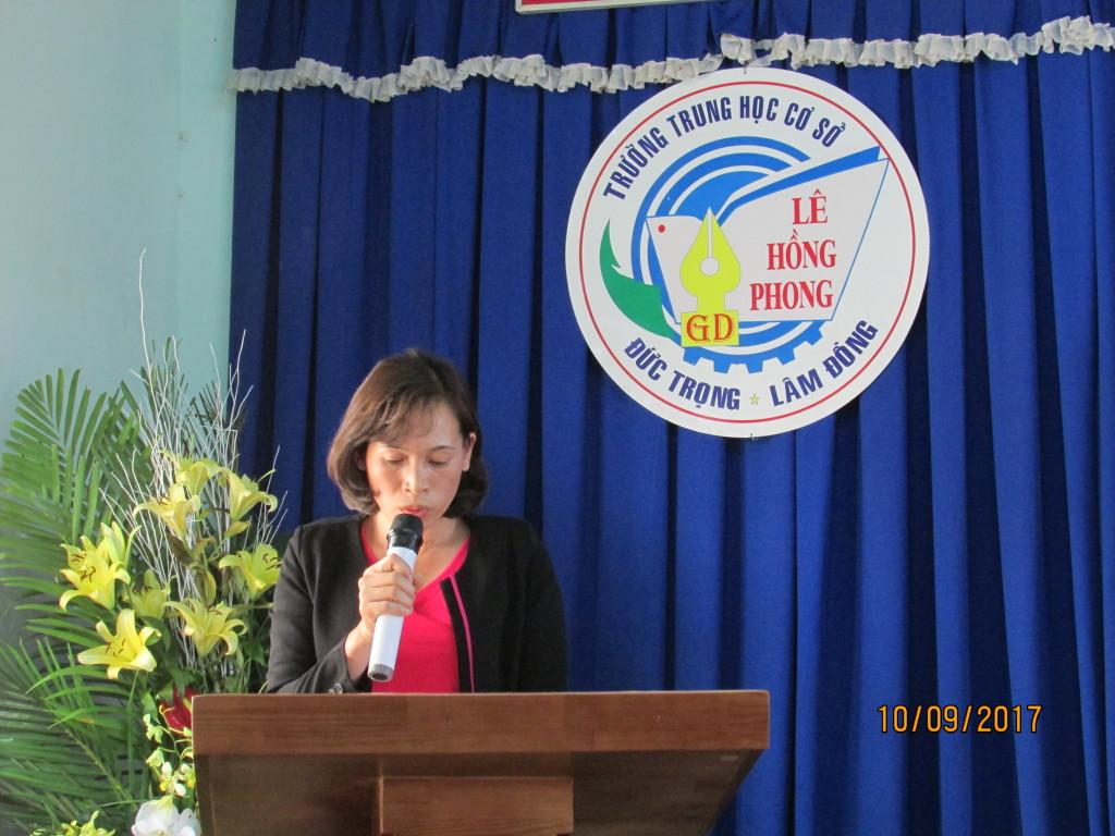 Cô Đặng Thị Tân Thu đọc biên bản ĐH