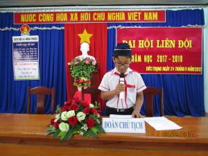 Em Võ Huy Hoàng thay mặt đoàn chủ tịch đọc báo cáo tổng kết hoạt động năm học – 2017  và phương hướng năm học 2017 -2018