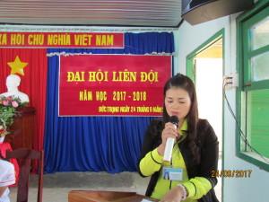 Cô Nguyễn Thị Huệ phó hiệu trưởng phát biểu chỉ đạo