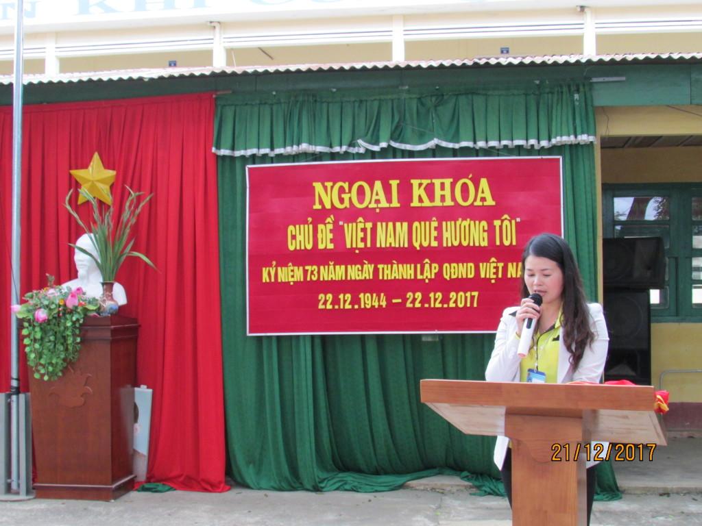 Cô Nguyễn Thị Huệ phát biểu tổng kết ngoại khóa