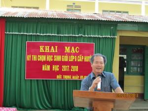Thầy Nguyễn Quang Thái phát biểu khai mạc kì thi