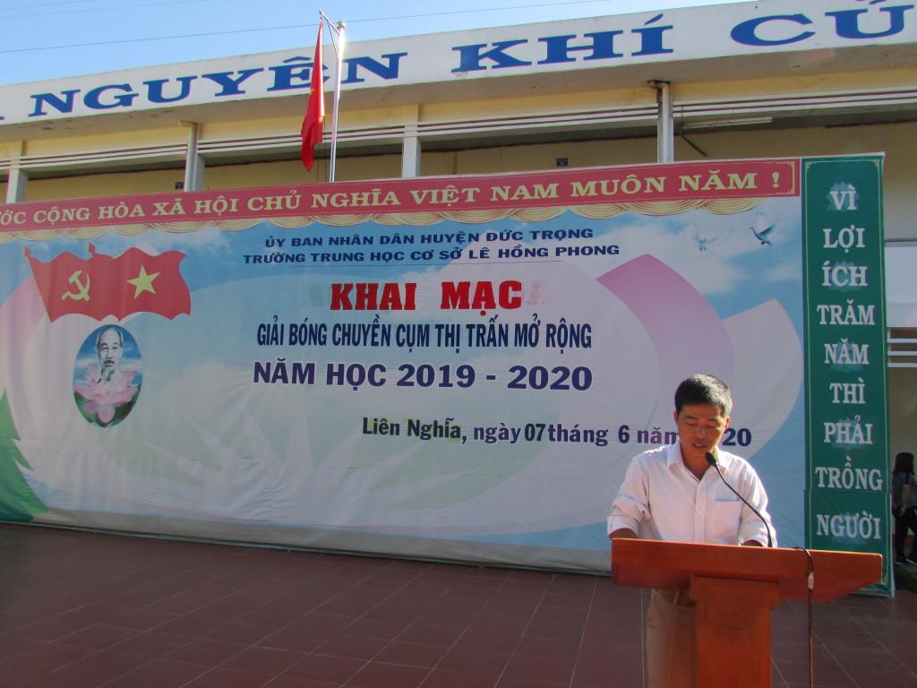 Thầy Nguyễn Văn Vây chủ tịch CĐCS Lê Hồng Phong thông qua kế hoạch giải đấu