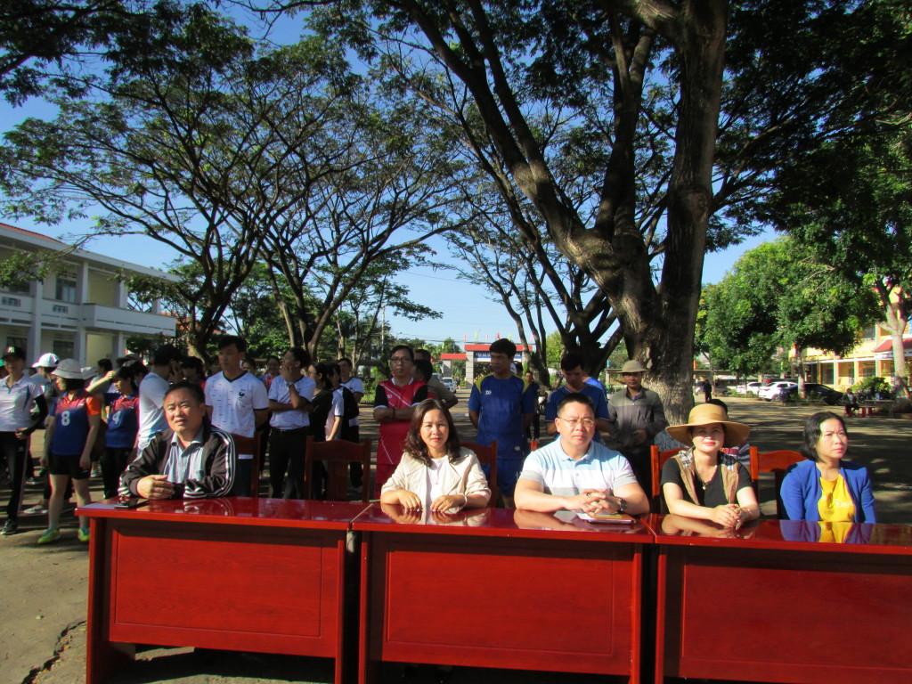 Các đại biểu tham gia khai mạc