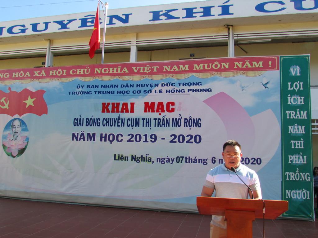 Thầy Võ Văn Huy - BTCB, hiệu trưởng trường THCS Lê Hồng Phong phát biểu