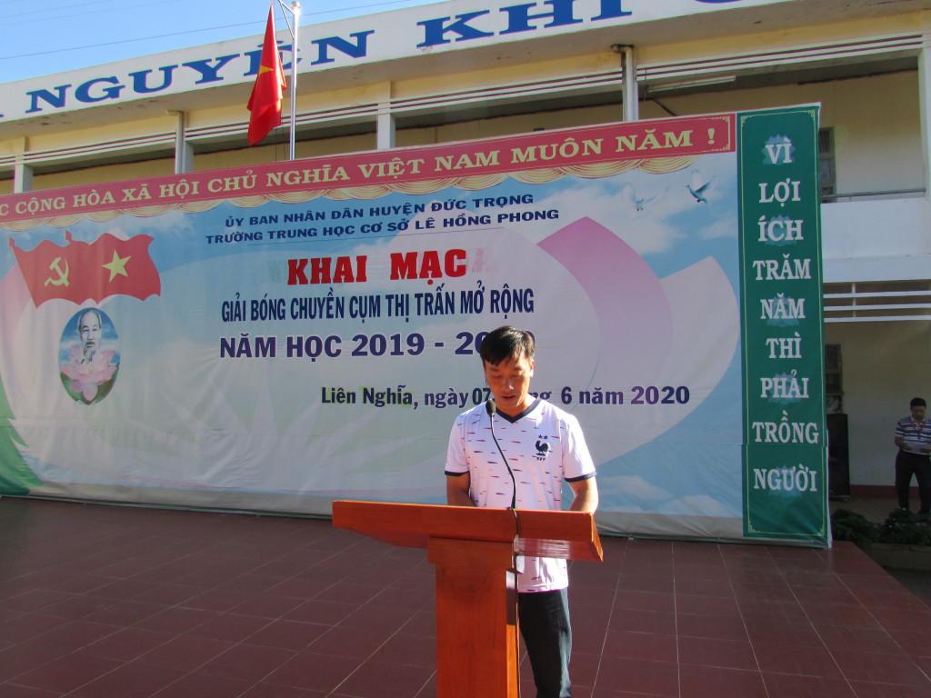 Thần Vũ Nam Lâm thay mặt các vận động viên tuyên thệ