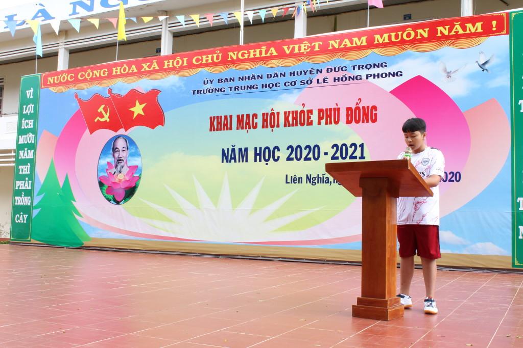 Em Huỳnh Thanh Hải lớp 9a2 - đại diện cho các vận động viên đã phát biểu quyết tâm thi đấu.