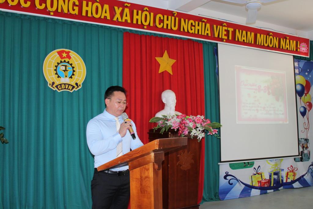 Đ/c Võ Văn Huy - Bí thư chi bộ - Hiệu trưởng nhà trường phát biểu