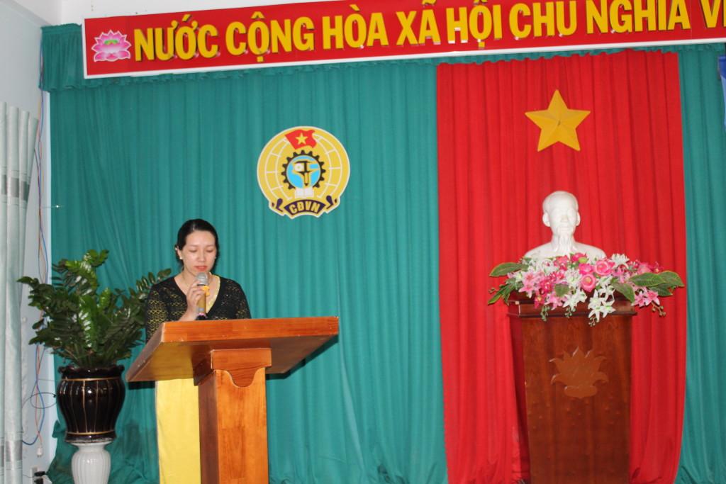 đ/c Vũ Thị Thùy Dương trưởng ban nữ công đọc truyền thống phụ nữ