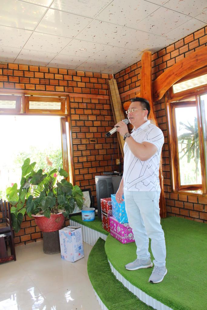 Thầy Võ Văn Huy - Bí thư chi bộ, HT phát biểu, cảm ơn khu du lịch Bến Xuân.